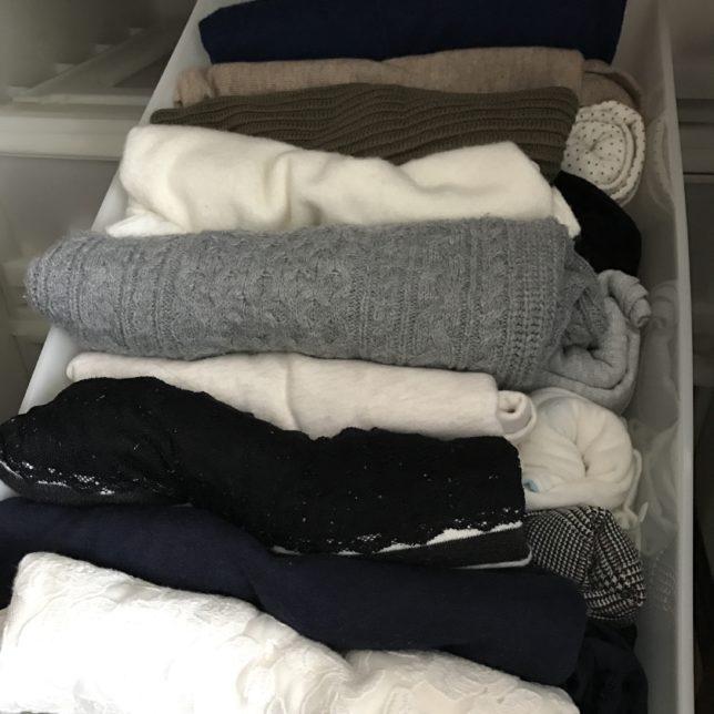 服の数を数えてみる 思ったよりも多いけれども今のところ適量
