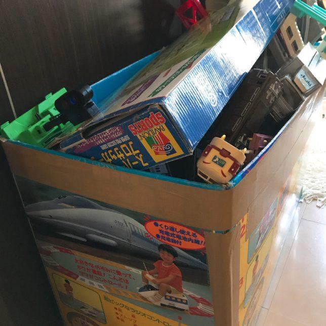 たくさんのおもちゃがやってきた 少しのおもちゃで良いと改めて思う